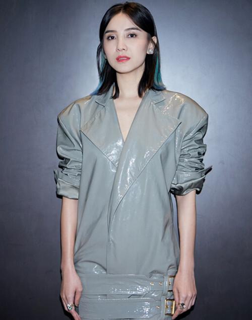 女军绿小花衬衣搭配图片